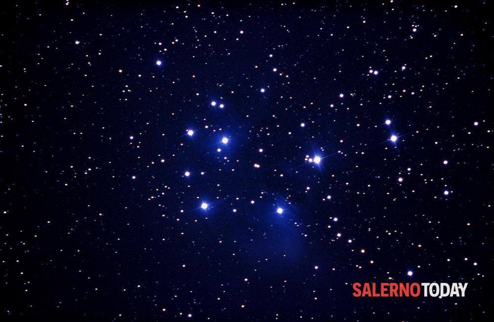 Cielo luminoso e stelle cadenti per accogliere il 2021: tutti con il naso all'insù