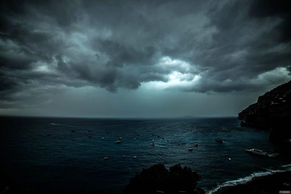 Venti forti con raffiche e temporali: nuova allerta meteo in Campania
