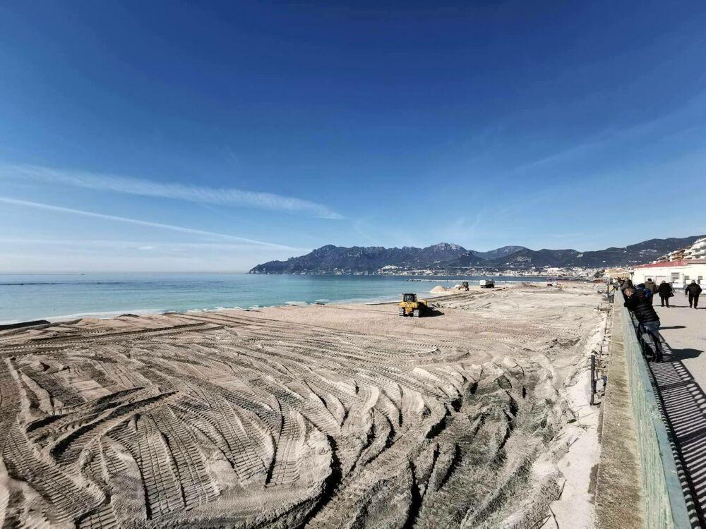 Ripascimento del litorale di Salerno: il sindaco pubblica le foto e cita il poeta Alfonso Gatto