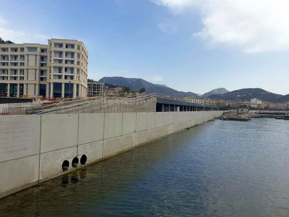 Porto, completati il muro di protezione della nuova passeggiata e la pavimentazione in pietra lavica etnea