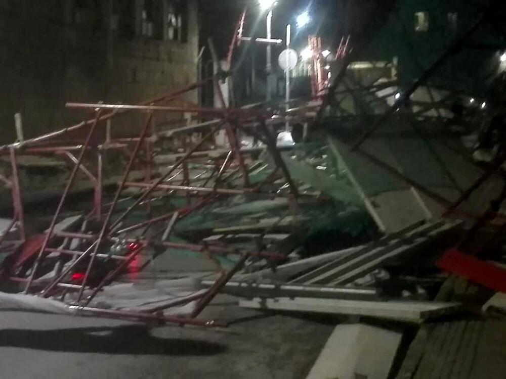 """Raffiche di vento a Sarno, crolla l'impalcatura della palestra della scuola """"Amendola"""""""