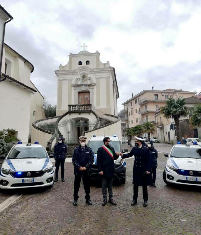 Gestione illegale di rifiuti speciali pericolosi a Fisciano: in due nei guai