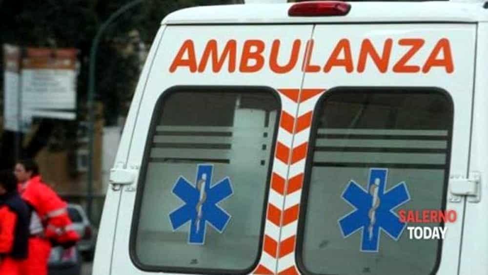 Incidente sull'A2 del Mediterraneo: auto si ribalta sotto la galleria