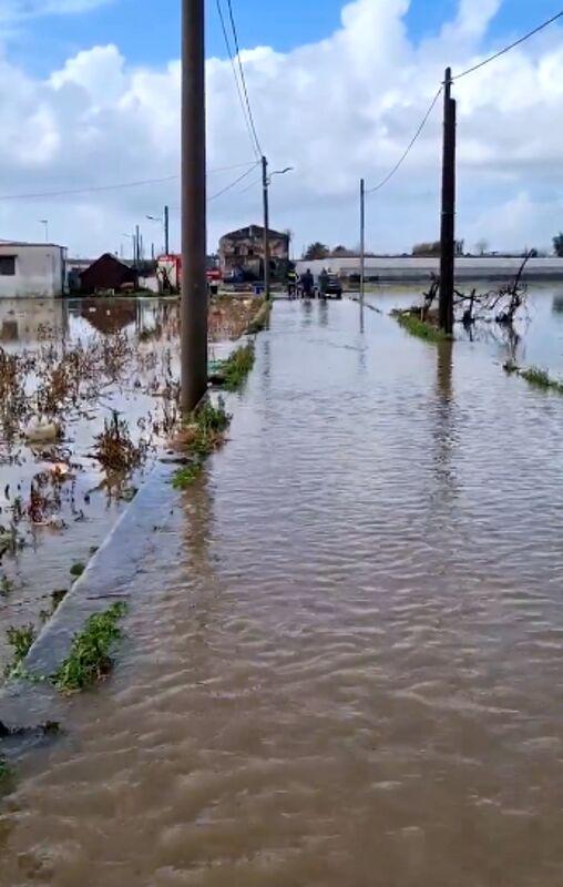 Maltempo e danni, Angri sotto l'acqua: il sopralluogo del sindaco