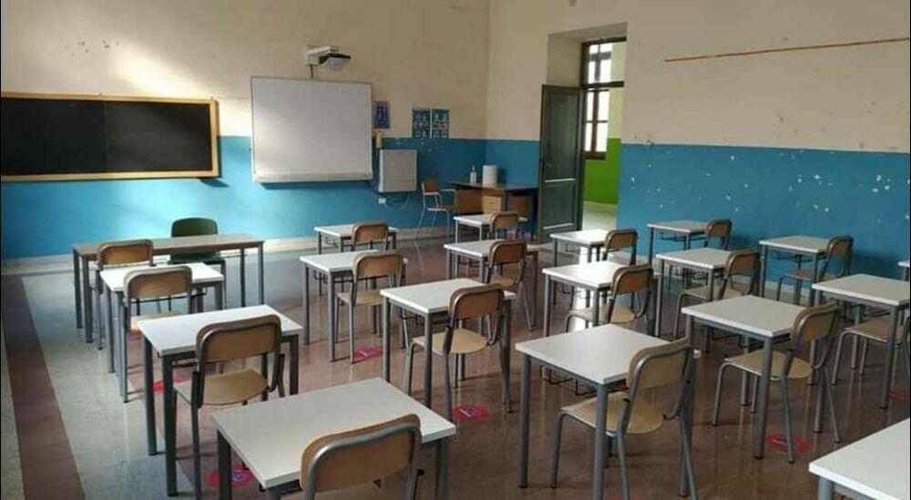 """Covid-19, controlli nelle scuole di Salerno: oggi tamponi per gli alunni della """"Montalcini"""""""