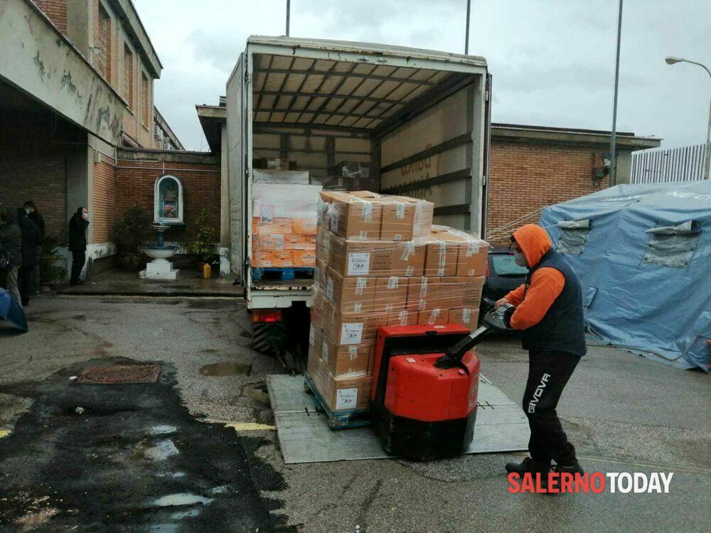 Latte e formaggi: donati pacchi alimentari a 150 poveri detenuti a Fuorni