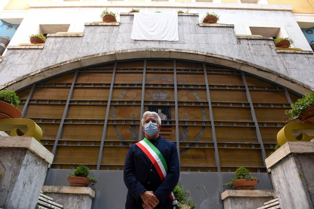 Giorno di Carnevale a Salerno: sindaco chiude piazze e arenile
