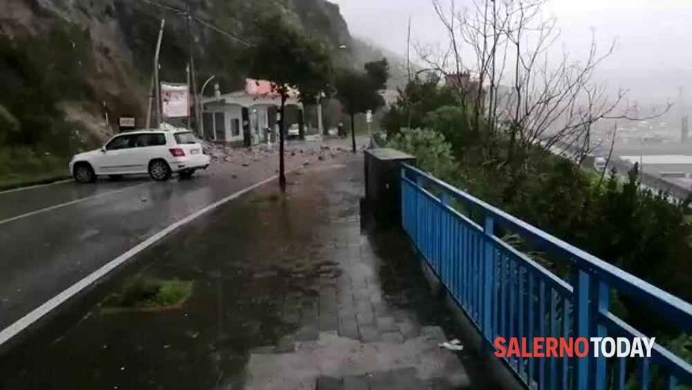 Frana in via Croce, ecco le immagini: il video di Giovanni Capuano