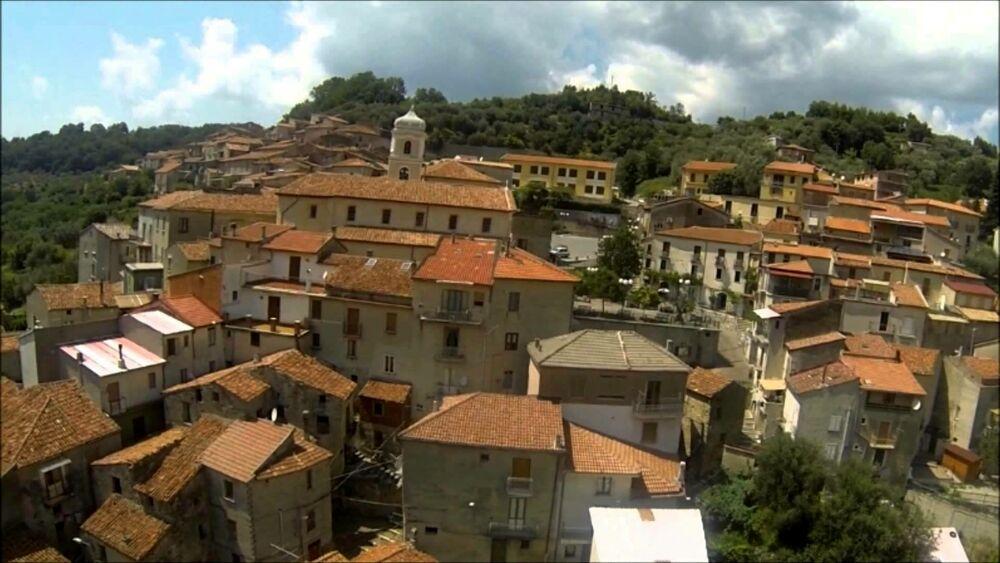 Istat, 54.000 abitanti in meno rispetto al 2011 in Campania: il paese meno popoloso è Valle dell'Angelo
