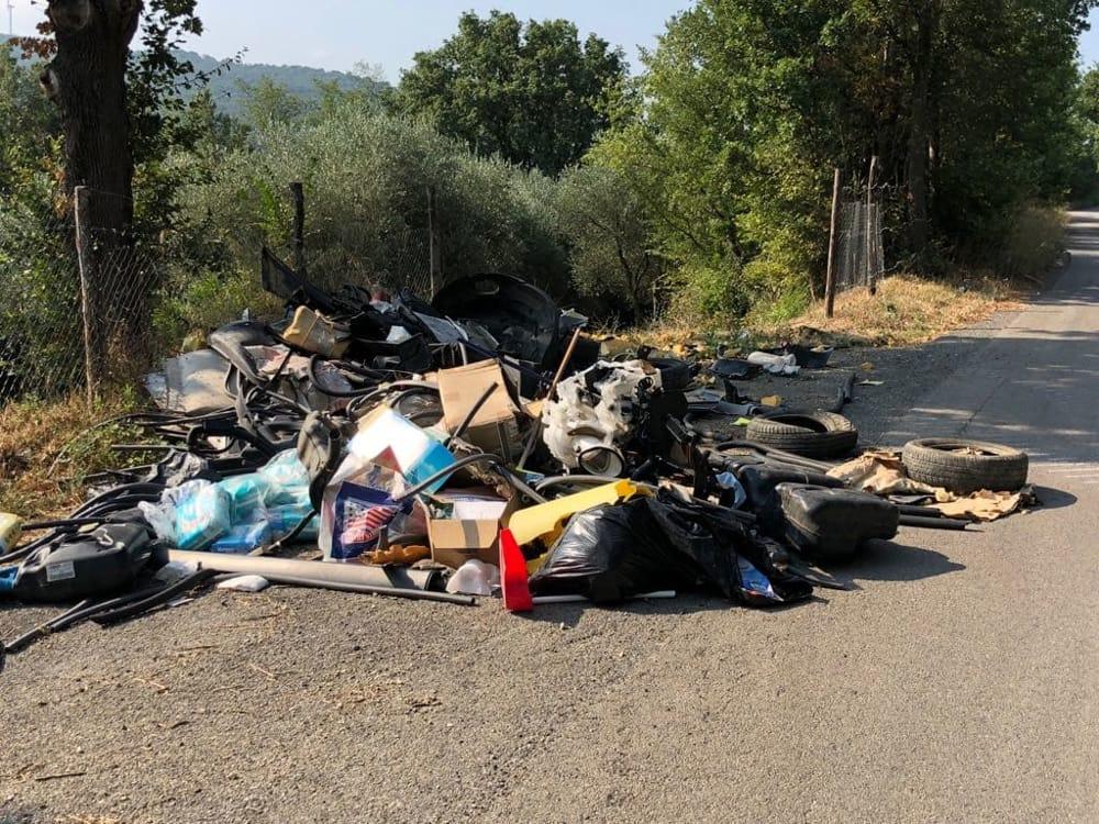 Abbandono di rifiuti a Salerno: la Fiadel scrive a sindaco, prefetto, Salerno Pulita