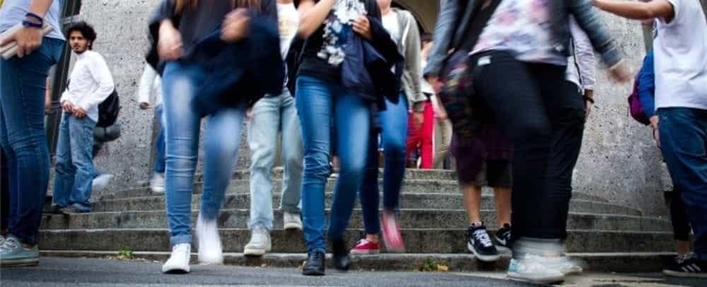 Sala Consilina, auto rischia di travolgere una piccola alunna: l'appello dei consiglieri