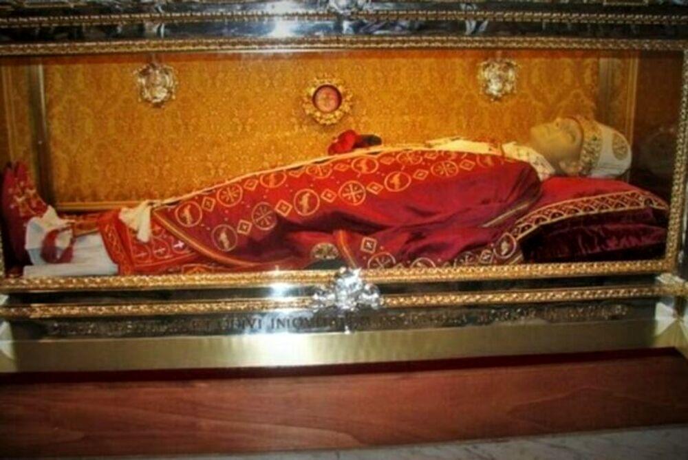 Salerno, l'urna di San Gregorio VII rientra nella Cattedrale: la lettera del vescovo