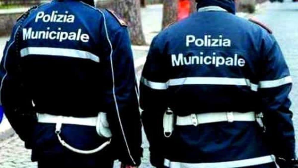 La polizia municipale ritrova un bambino a Salerno: è solo e ferito