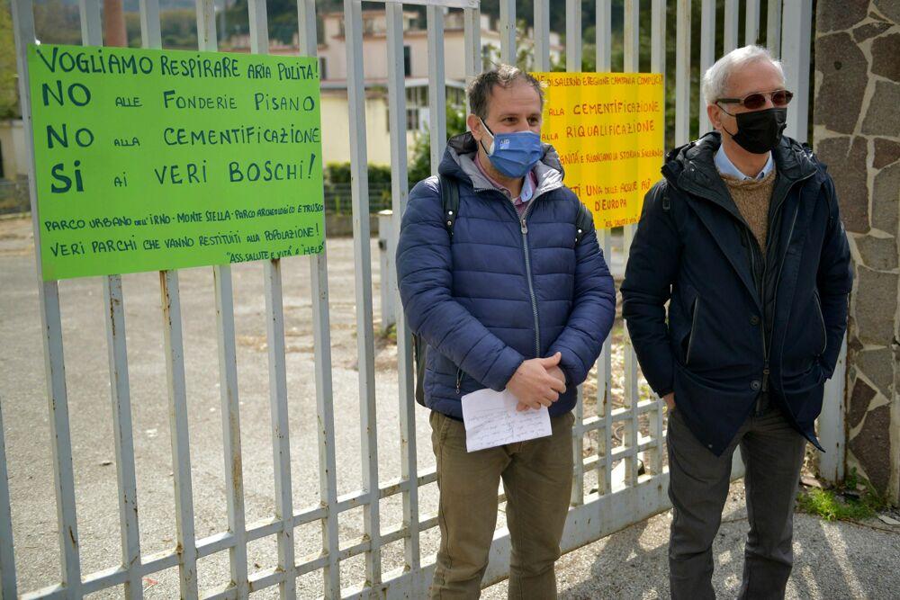 Presidio davanti all'ex fabbrica Vitologatti: Salute e Vita ed Help in campo con Lambiase