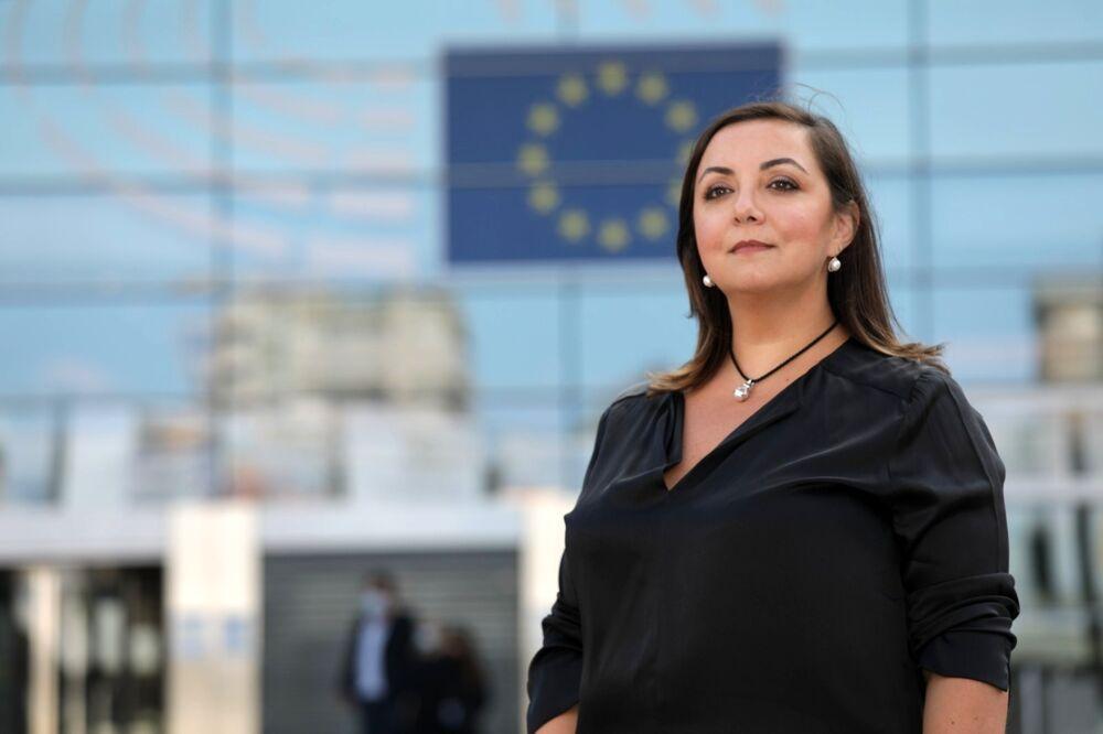 """8 Marzo, Adinolfi (M5S): """"Le donne si uniscano in un movimento trasversale per affermare i loro diritti"""""""
