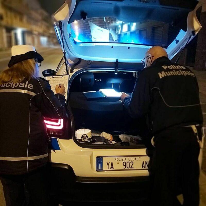 Sequestrata auto con targa contraffatta a Scafati: stranieri multati per diecimila euro