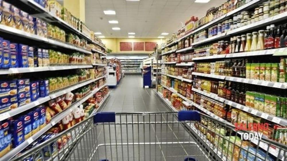 Rapinato un supermercato di Montecorvino Pugliano: caccia ai banditi