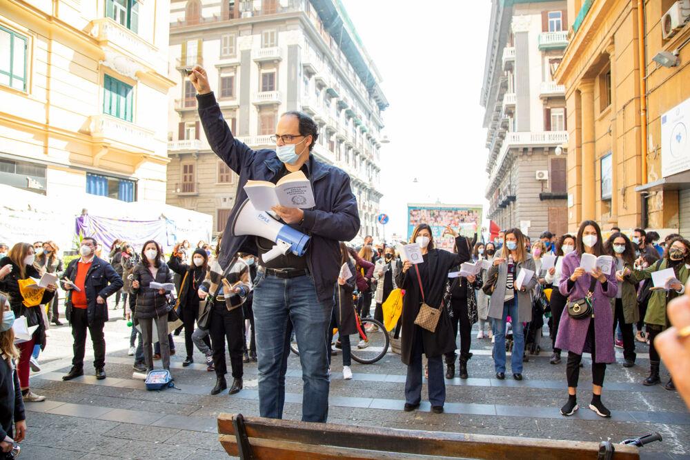 Scuole Aperte Campania, manifestazione di protesta davanti alla Regione