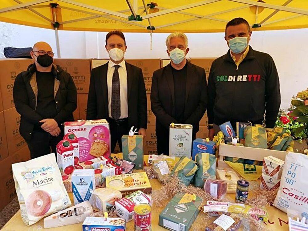 Diecimila chili di prodotti agroalimentari ai bisognosi: Napoli al gazebo della Coldiretti