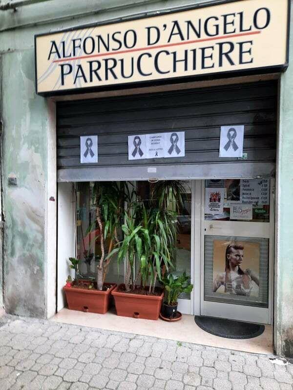 """""""Campania in zona rossa, noi al lutto"""": l'urlo di acconciatori e estetisti"""