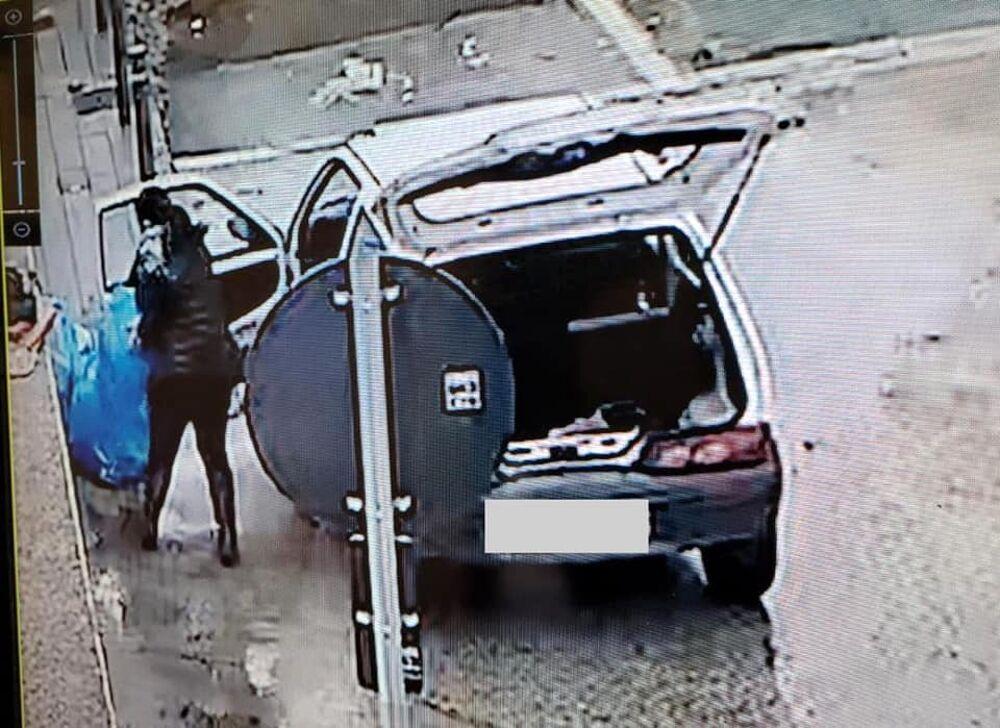 Sversavano rifiuti in strada, multati dieci cittadini a Scafati: l'ira del sindaco