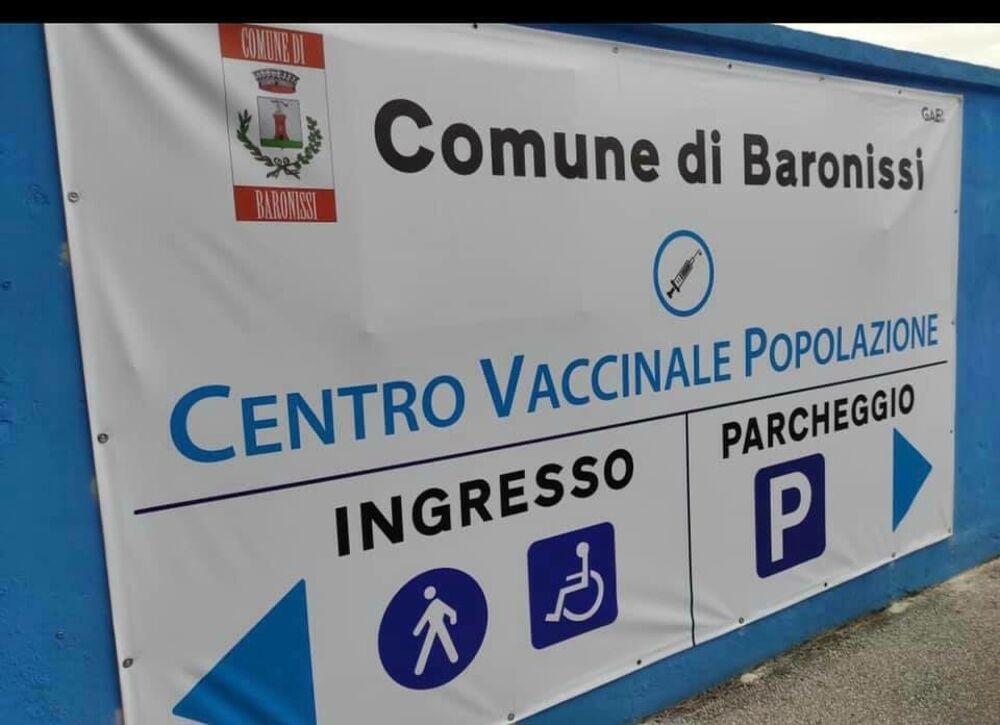 """Stop ai vaccini anti-Covid a Baronissi, l'ira di Valiante: """"Festa della liberazione anche dal virus?"""""""