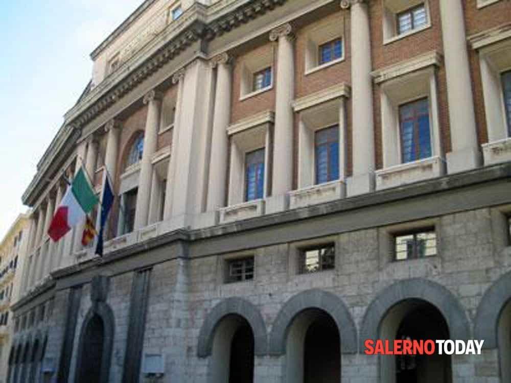 Politici salernitani in aula: consiglio comunale in presenza, consiglio provinciale in streaming