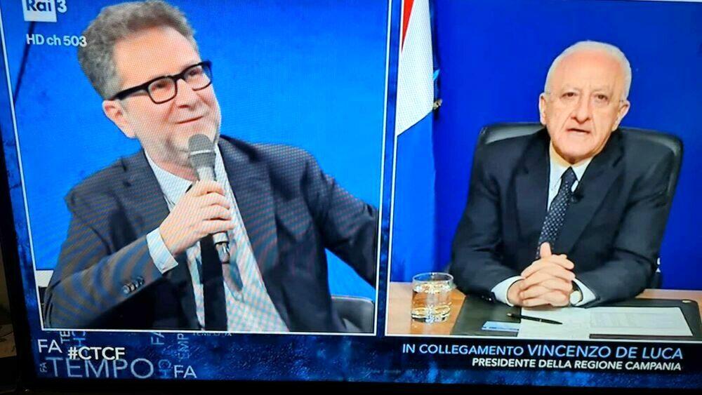 """Covid e riaperture, De Luca ospite da Fazio: """"Il rischio è la movida"""". Poi scherza su Agnelli e De Laurentiis"""