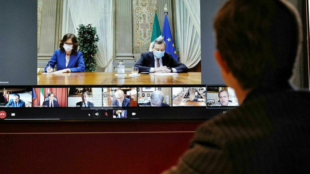 Il Governo Draghi approva il nuovo decreto: il coprifuoco alle 22 fino al 31 luglio