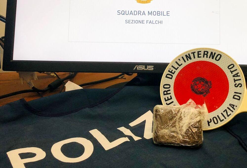 Droga a Salerno, blitz della Polizia: arrestata una spacciatrice