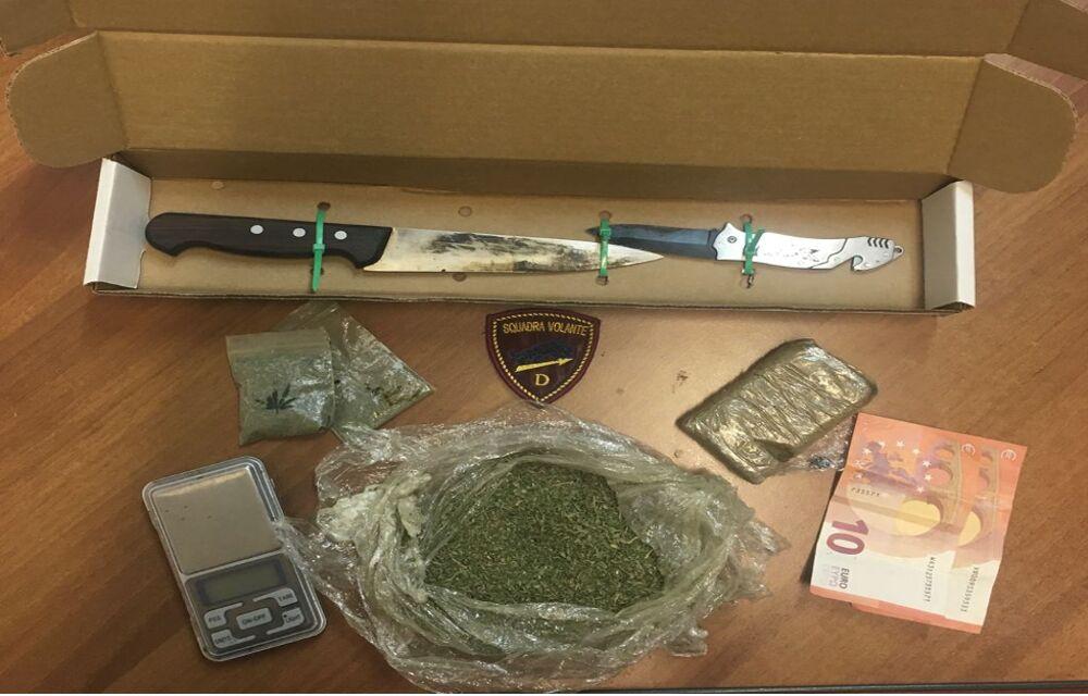 Droga e coltello nella borsetta: arrestata una 45enne di Salerno