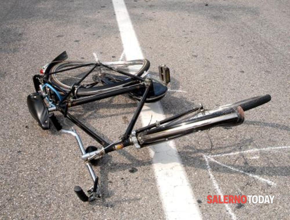 Investito da un furgone mentre è a bordo della sua bici: muore 54enne ad Eboli
