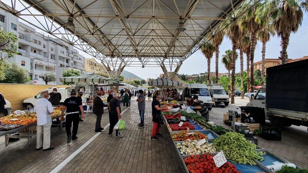 """Mercati non alimentari ancora chiusi, la protesta: """"Dall' 8 aprile occupazione permanente delle aree"""""""""""