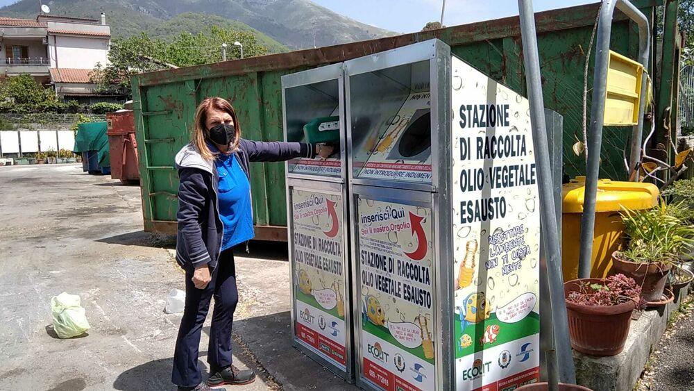 """Oli esausti, l'appello di Salerno Pulita: """"Portateli ai centri di raccolta"""""""