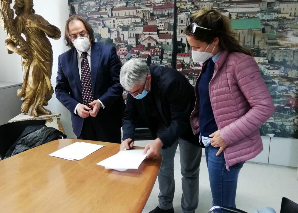 Camerota e Agenzia Campania Turismo insieme: Scarpitta e Raia firmano la convenzione