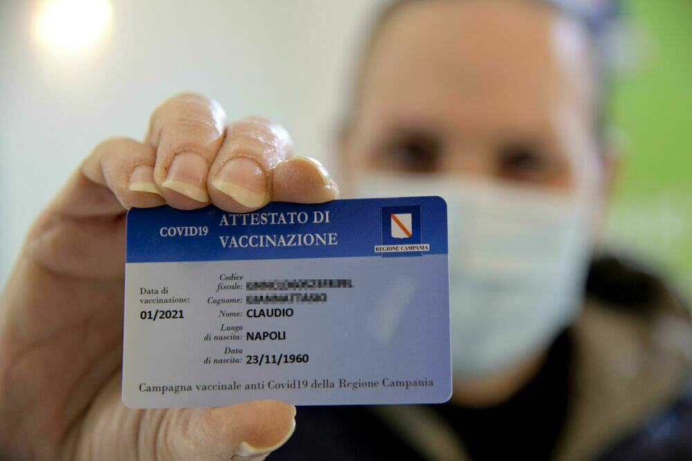 Covid-19 in Campania, in consegna 250 mila card per i vaccinati