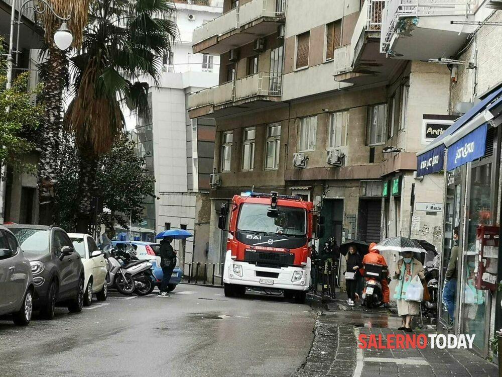 Allarme bomba in un negozio di Salerno: chiusa via Santi Martiri