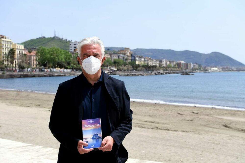 """Turismo, la spiaggia di Santa Teresa su """"Lonely Planet"""": l'annuncio del sindaco"""