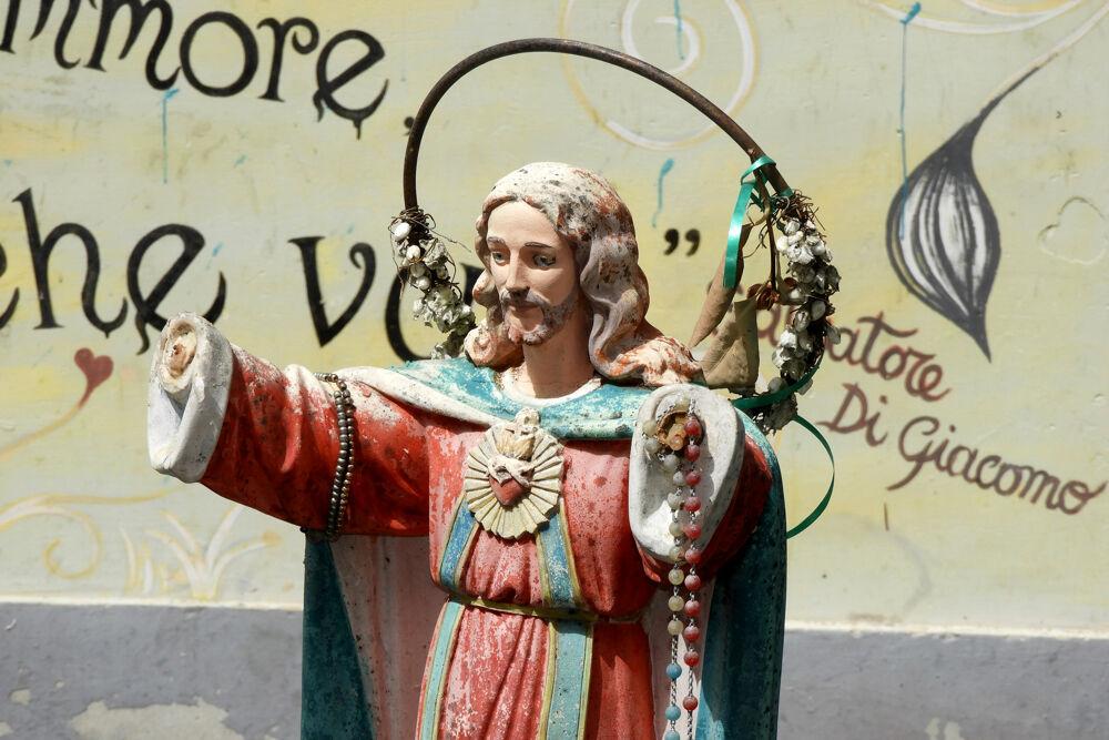 """Statuetta di Gesù con mani mozzate a Salerno: """"Perchè non viene restaurata?"""""""