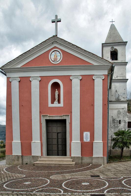 """Giffoni, crolla l'intonaco nella chiesa di """"San Nicola"""": scatta la chiusura"""