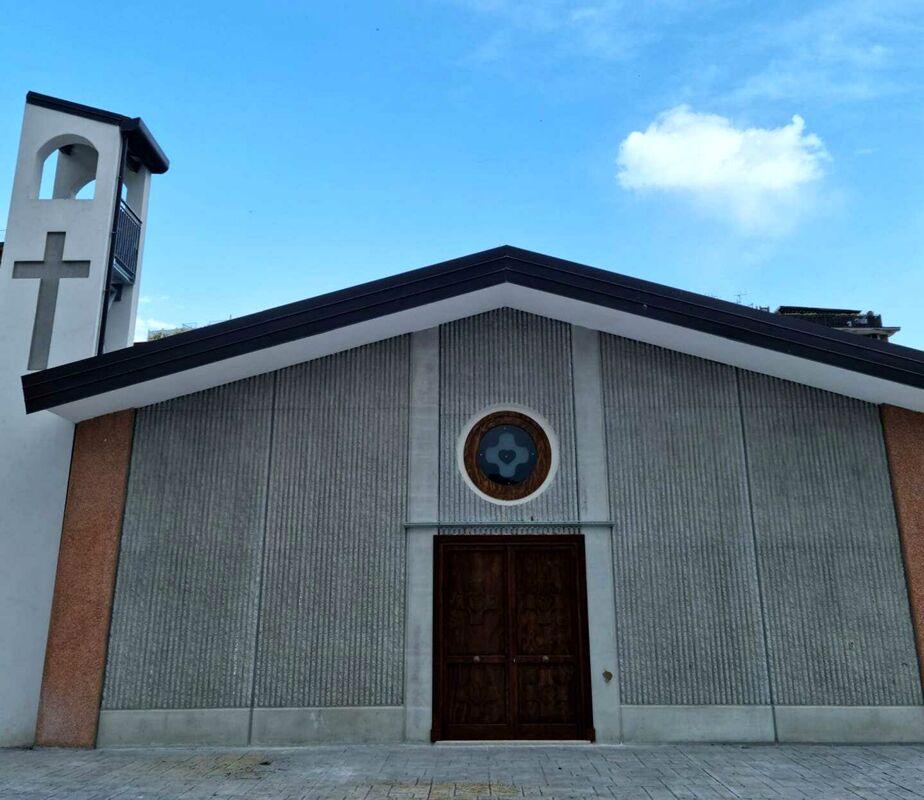 """Salerno: De Luca inaugura la cappella in via Vinciprova, apre il nuovo cortile alla """"Vicinanza"""""""