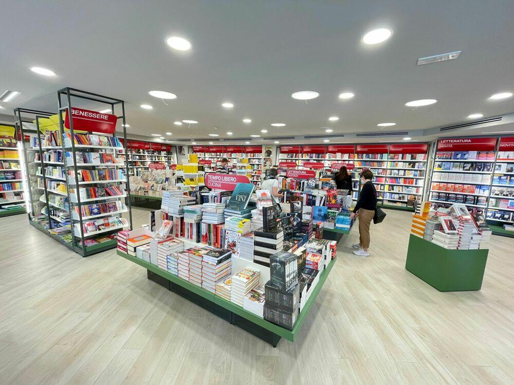 Mondadori bookstore apre i battenti anche al Maximall