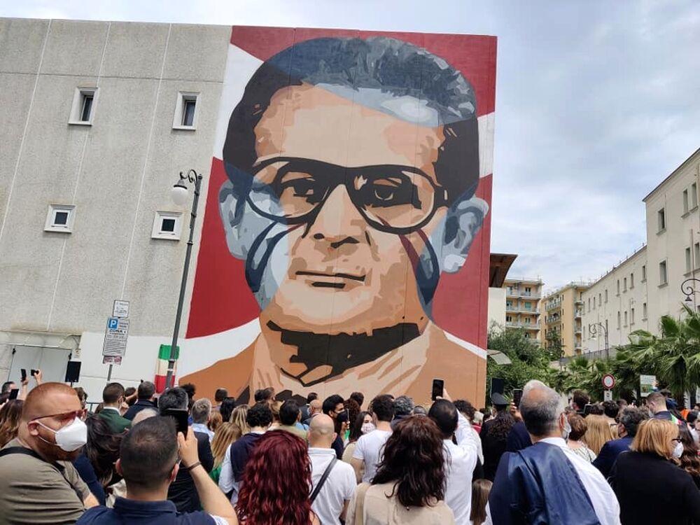 """Pagani, scoperto il murale dedicato a """"Marcello Torre"""": l'appello di Polis"""