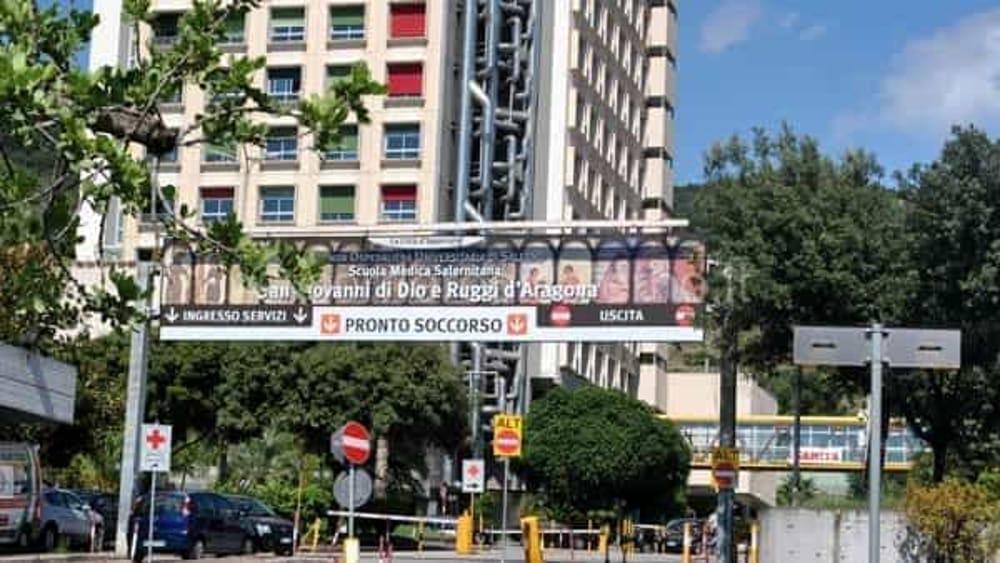 Incidente tra auto e moto a Salerno: 25enne operato al Ruggi