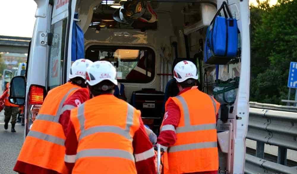 Incidente tra sei veicoli lungo la Cilentana: due feriti gravi