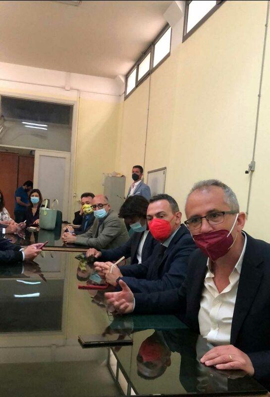 """""""Bilancio in rosso al Comune di Salerno"""", conferenza stampa del centrodestra: non invitati FdI e Cammarota"""