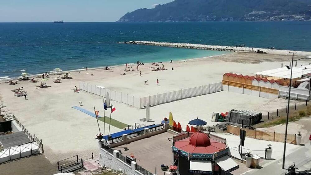 """Spiagge a Salerno, 53 offerte per la gestione dei servizi. Il sindaco: """"Arenili liberi e gratuiti"""""""