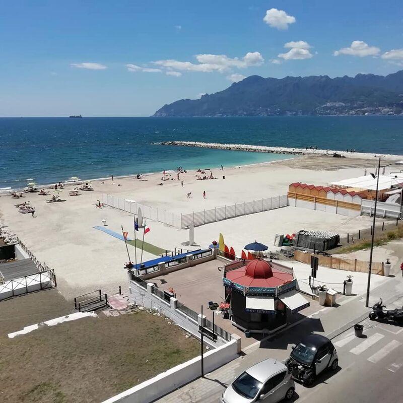 """Spiagge libere ridotte a Salerno, scoppia la polemica: """"Cittadini non tutelati"""""""