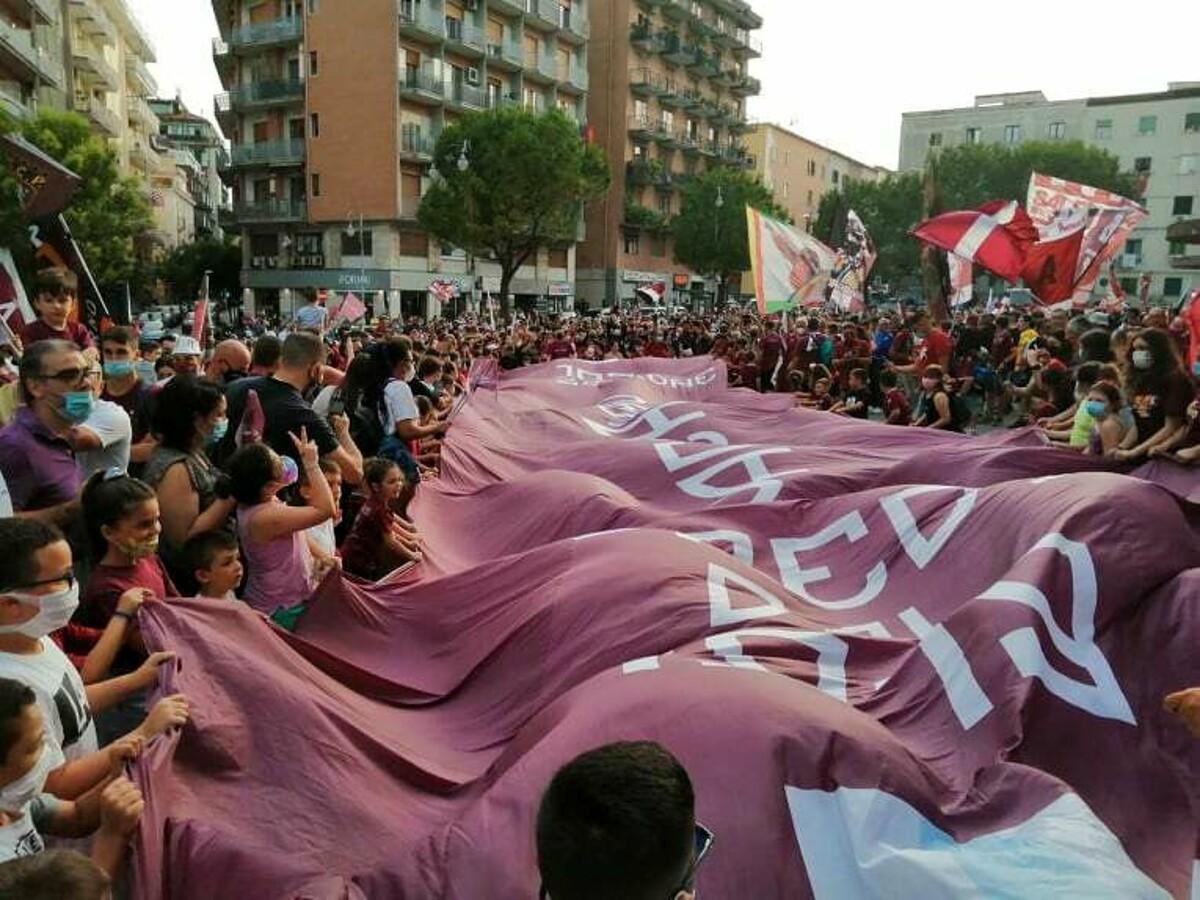 Una passione lunga 102 anni: città in festa per la Salernitana