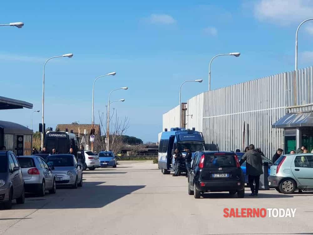 """""""Venite, c'è una lite domestica"""": i militari salvano le vittime e trovano droga e armi da guerra, un arresto a Pagani"""